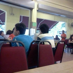 Photo taken at Restoran Seri Teratai by Opie A. on 9/21/2011