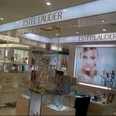 Photo taken at Estee Lauder by BKK_FLYER on 5/1/2012