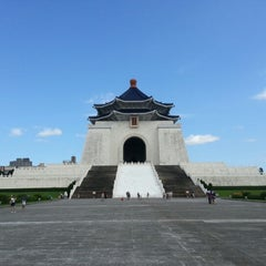Photo taken at 中正紀念堂 Chiang Kai-Shek Memorial Hall by Meo Vincent C. on 9/1/2012