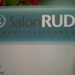 Photo taken at Salon Rudy by Rudy Hadisuwarno by Tndry W. on 2/11/2012