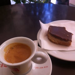 Photo taken at Magnus Coffee by Paulo C. on 8/27/2012
