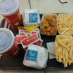 Photo taken at 에버랜드 Burger Cafe America by Mela M. on 4/6/2012