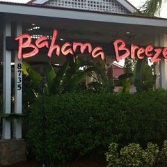 Photo taken at Bahama Breeze by Taty R. on 8/15/2012
