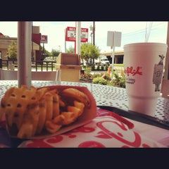 Photo taken at Chick-fil-A by Victor P. on 3/21/2012