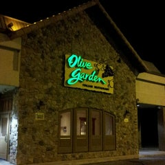 Photo taken at Olive Garden by Robin J. on 8/11/2012