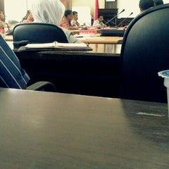 Photo taken at Gedung Rektorat II Universitas Mulawarman by Fajrian N. on 9/6/2012