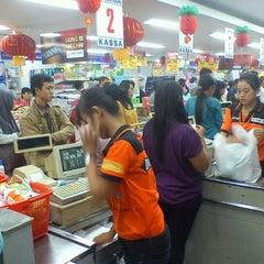 Photo taken at Hari Hari Pasar Swalayan by dessy r. on 2/1/2012