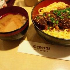 Photo taken at にいむら 大久保店 しゃぶしゃぶ とんかつ by tmk s. on 11/24/2011