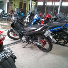 Photo taken at AMI AWAD cuci speda motor by Aa'zian S. on 1/21/2012