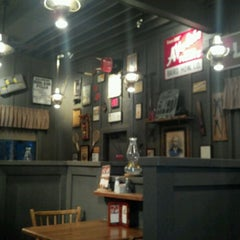 Photo taken at Cracker Barrel Old Country Store by Ken G. on 11/6/2011