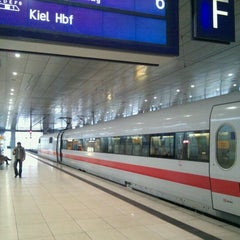 Photo taken at Frankfurt (Main) Flughafen Fernbahnhof by Jeroen H. on 2/11/2011