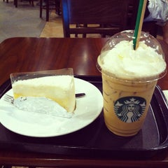 Photo taken at Starbucks (สตาร์บัคส์) by Kullawat S. on 3/3/2012