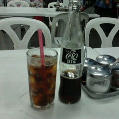 Photo taken at ร้านวิณ (Win) by Nungning on 9/28/2011