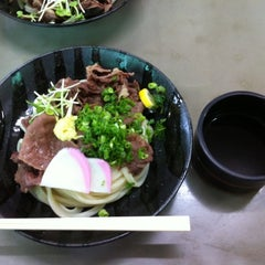 Photo taken at 久米池うどん by Mame T. on 6/23/2012