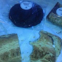 Photo taken at Potbelly Sandwich Shop by Tia K. on 12/6/2011