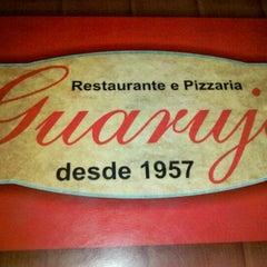 Photo taken at Restaurante e Pizzaria Guarujá by Rodrigo R. on 1/22/2012