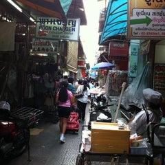 Photo taken at สําเพ็ง (Sampheng) by Kattaleya U. on 6/1/2011