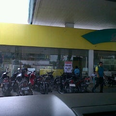 Photo taken at SPBU Petronas by Nanda D. on 5/29/2012