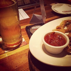 Photo taken at Outback Steakhouse by Felipe K. on 7/21/2012