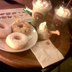 Photo taken at J.Co Donuts & Coffee by Ria R. on 5/30/2012