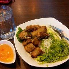 Photo taken at Viet Cafe & Restaurant by Noor I. on 4/15/2012