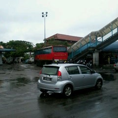 Photo taken at Muar bus express bentayan by apiz H. on 4/14/2012