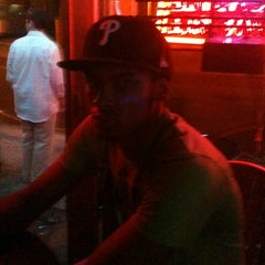 Photo taken at Mako's Bar & Grill by Hashim J. on 8/2/2011