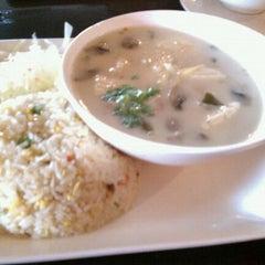 Photo taken at Cozy Thai Bistro by Ivan E. C. on 3/11/2011