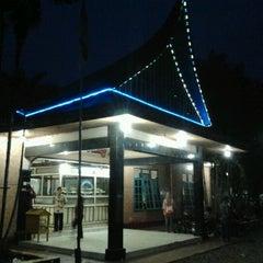 Photo taken at Rumah Makan Singgalang Jaya by nurul ikhsan y. on 9/3/2011