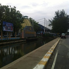 Photo taken at โรงเรียนฤทธิยะวรรณาลัย (Rittiyawannalai School) by A S. on 8/18/2012