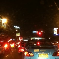Photo taken at แยกรัชโยธิน (Ratchayothin Intersection) by smilesimile p. on 2/17/2012