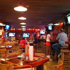 Photo taken at Hooters by Vinicius S. on 5/16/2011