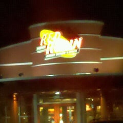 Photo taken at Red Robin Gourmet Burgers by Tim K. on 1/8/2012