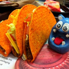 Photo taken at Taco Bell by NOM NOM Boris on 3/15/2012