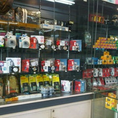 Photo taken at KING PHOTO EXPRESS by Ae G. on 3/21/2012