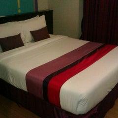 Photo taken at Sawardee Hotel - Sukhumvit by Xav T. on 2/24/2012