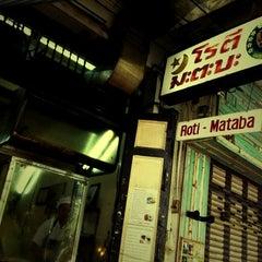 Photo taken at โรตี-มะตะบะ (Roti-Mataba) by eRn L. on 7/29/2012