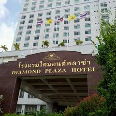 Photo taken at Diamond Plaza Hotel (โรงแรมไดมอนด์พลาซ่า) by wanna r. on 5/23/2012