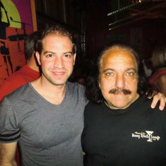 Photo taken at Ernie Biggs Chicago Style Dueling Piano Bar by Christian M. on 8/5/2011