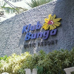 Photo taken at Klub Bunga Butik & Resort by Ellen H. on 8/31/2011