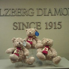 Photo taken at Helzberg Diamonds by Desiree R. on 10/17/2011