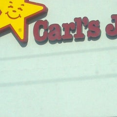 Photo taken at Carl's Jr. by Yuls R. on 9/2/2011