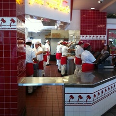 Photo taken at In-N-Out Burger by Roderick V. on 6/18/2011