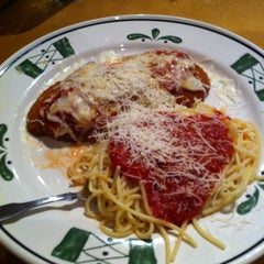 Photo taken at Olive Garden by HollyWood M. on 9/27/2011