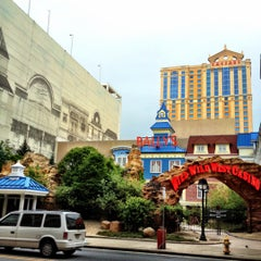 Photo taken at Caesars Atlantic City Hotel and Casino by Fredrik S. on 5/20/2012
