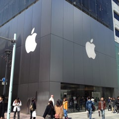 Photo taken at Apple Store 銀座 by Takahiro Y. on 3/20/2012