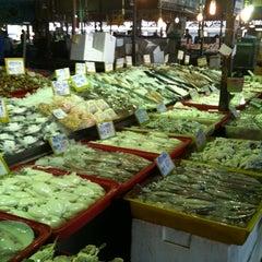 Photo taken at ตลาดทะเลไทย (Talaythai Market) by Tipmetee S. on 4/9/2012