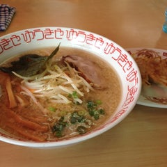 Photo taken at らーめんゆうきや総本店 by Takao N. on 8/17/2012