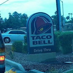 Photo taken at Taco Bell by Jyeza 🎑 S. on 7/12/2012