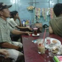 Photo taken at Warung GIRAS Bumimoro by Cepe Itoe Oedie on 11/21/2011
